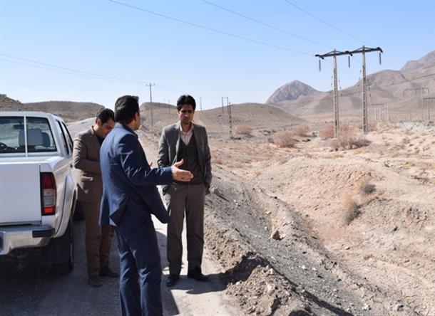 بازدیدمعاون فرمانداربه همراه رؤسای دستگاه های مربوطه ازمحل پروژه خط انتقال آب شهرحاجی آباد
